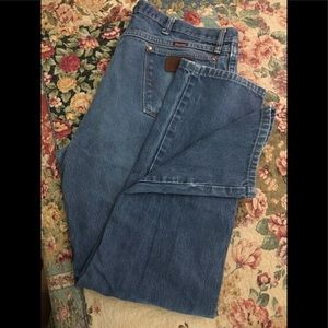 Wrangler relaxed fit jeans size 40 x34 GUC